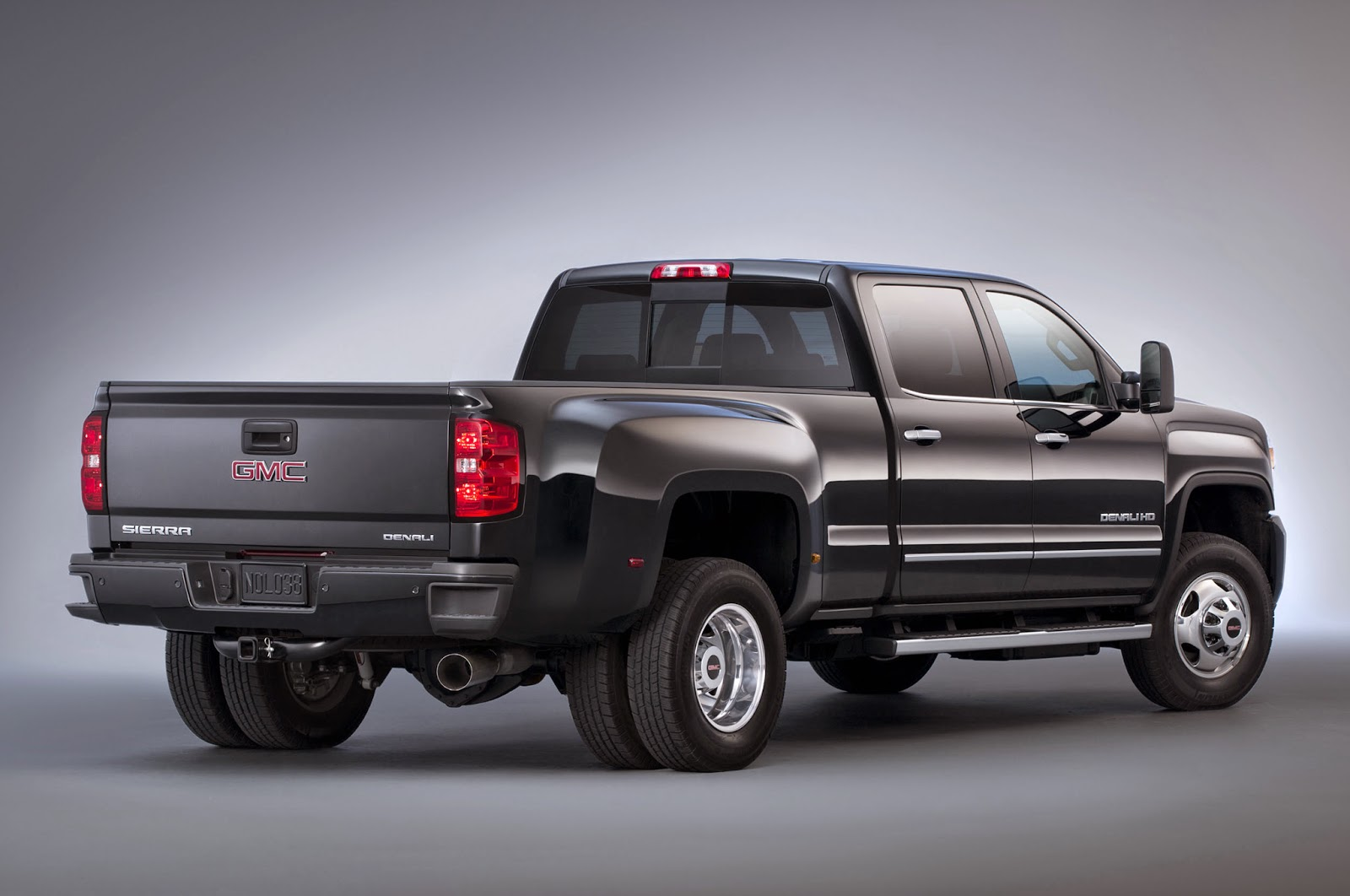 Model 2015 GMC Sierra 3500 HD Wins The Heavy Duty Challenge